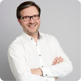 Dr. Thomas Petrik